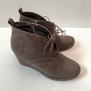 DV Dolce Vita Wedge Booties Ankle Boots size 8